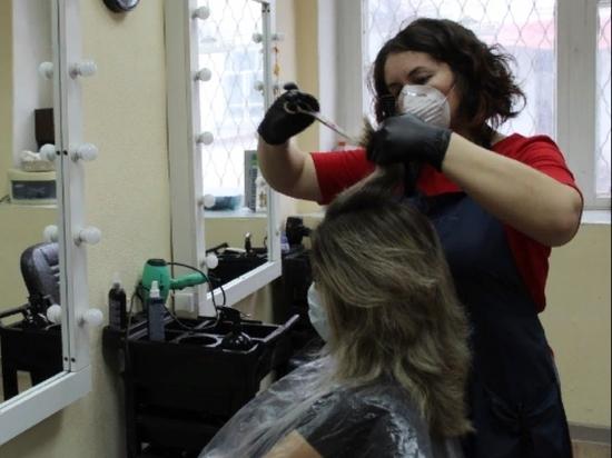 Парикмахерские в Петербурге открыть пока не разрешили