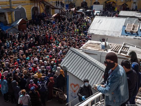 Сенной рынок закрыли на три недели после раздачи милостыни в Рамадан