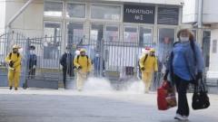 Люди в жёлтом: спасатели МЧС продезинфицировали Курский вокзал