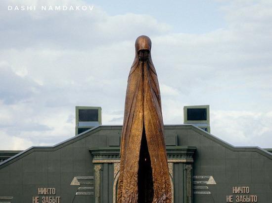 Бурятский скульптор Даши Намдаков представил свою работу «Матерям победителей» в Москве