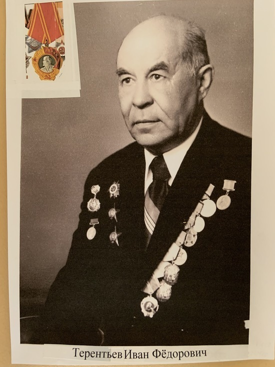 Бессмертный полк в Германии: «Герой войны — герой труда». Фото