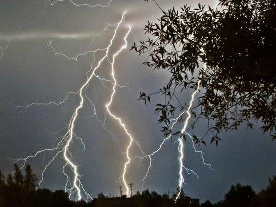 В Калмыкии ожидаются гроза с градом и шквалистым ветром