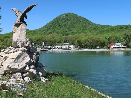 В Железноводске Курортное озеро встретит сезон обновленным