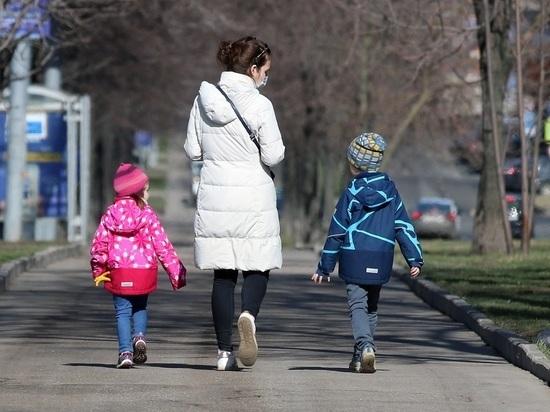 В Роспотребнадзоре рассказали, для каких детей коронавирус опасен