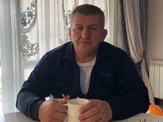 Отец Нурмагомедова перенес инсульт