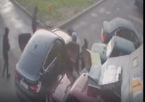 Администратор автосервиса на Симонова протаранил машину грабителей