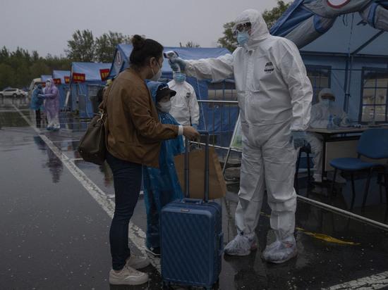 Биологи считают, что коронавирус на рынок в Ухане занесен людьми