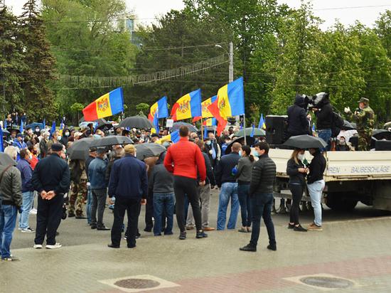 Почему оратора на митинге в Молдове лишили слова за критику Шора?