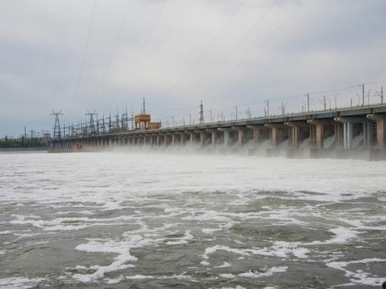 Сброс воды на Волжской ГЭС продолжает расти