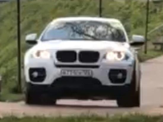 В Тверской области мужчина на «BMW» прокатился по Аллее Героям Советского Союза