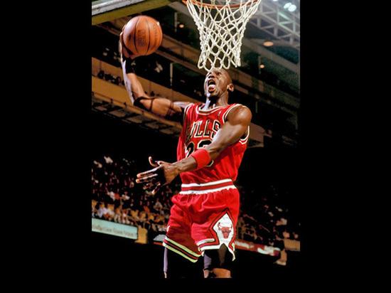 Кроссовки Майкла Джордана продали с аукциона за $560 тыс.