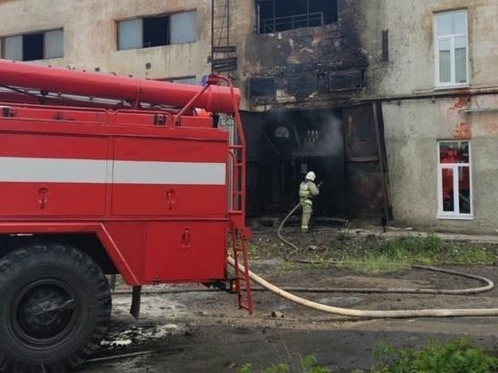 В Каменске-Уральском из-за пожара на промплощадке эвакуировали рабочих