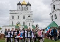 Светлана, мама выпускника одной из псковских школ, поделилась с «МК в Пскове» своими страхами, надеждами и радостями на фоне COVID19