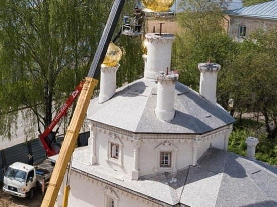 В Костроме в церкви Николая Чудотоворца на Дебре установили позолоченные купола
