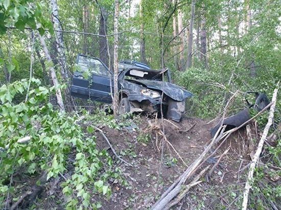 Пять человек пострадало из-за вылета ВАЗ с дороги в Екатеринбурге