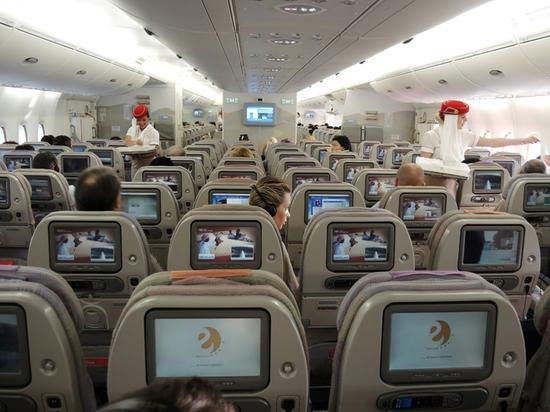 Эксперт о социальной дистанции в самолете: цена авиабилетов вырастет на 20-30%