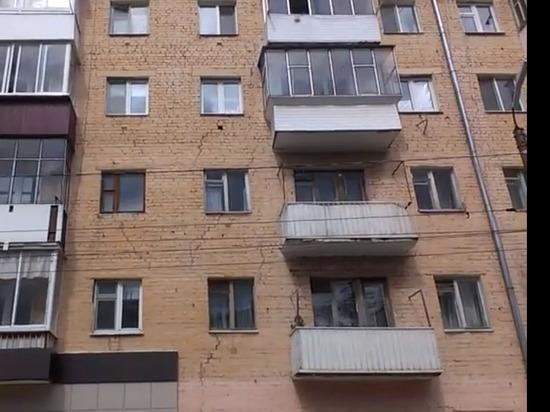Орловец на видео усомнился в прочности дома на Красноармейской