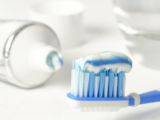 ВОЗ обнародовала исследование: почти половина российских подростков не чистит зубы