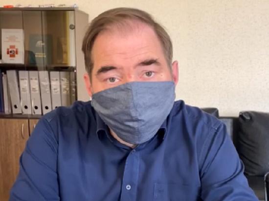"""Главврач извинился за """"кривляние"""" на совещании по коронавирусным надбавкам"""