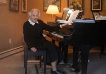 92-летняя учительница музыки призвала учеников не забывать Баха в пандемию