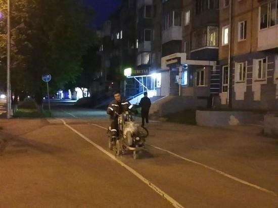 В Кемерове на тротуары начали наносить велосипедную разметку