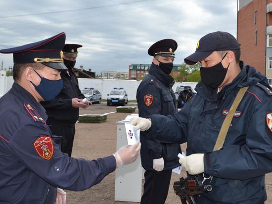 В Улан-Удэ росгвардейцев наградили за задержание пьяного водителя, протаранившего АЗС
