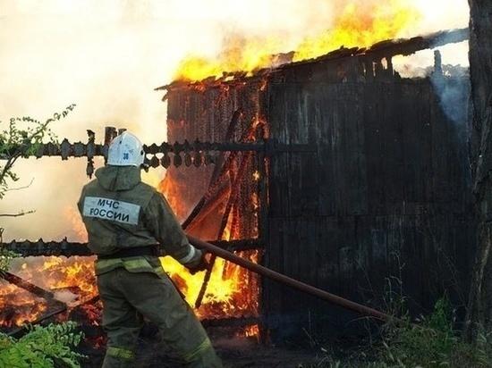 На Дону сгорела частная постройка