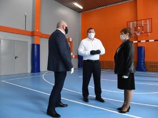 Губернатор проверил обновление школы в Камышинском районе