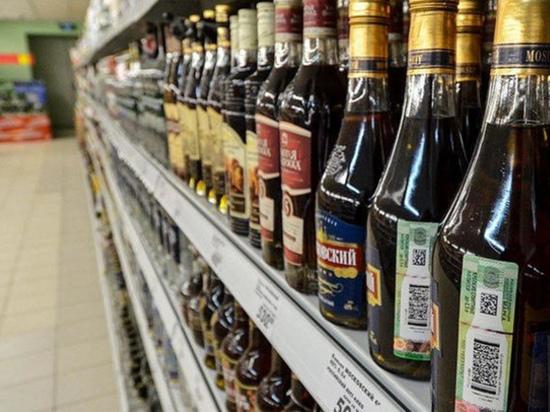 В Твери мужчина пытался украсть алкоголь и устроил драку в магазине