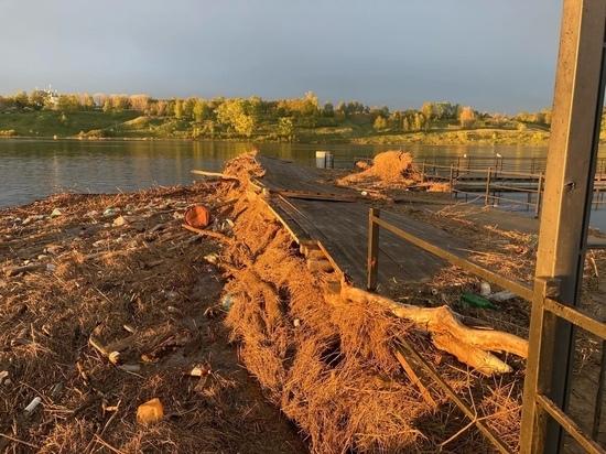 Тутаевские набережные завалило грязью