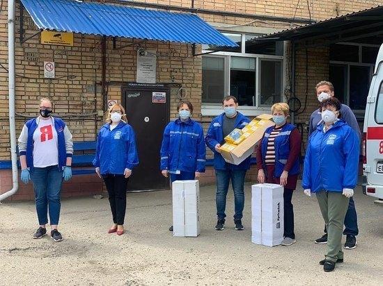 Активисты передали «скорой помощи» средства индивидуальной защиты