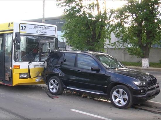 Во Владимире столкнулись автобус и пять легковушек
