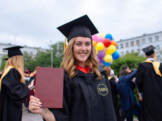 Выпускникам УрФУ на дом привезут дипломы, мантии и шапочки