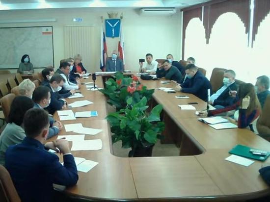 Оглашена зарплата работающих на постоянной основе саратовских депутатов