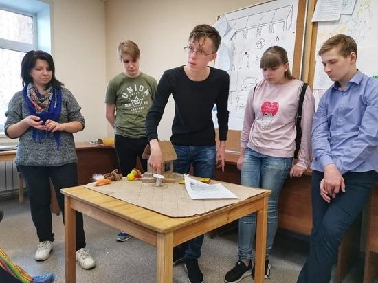 На фабрику игрушек в Новосибирске устроили более 100 подростков