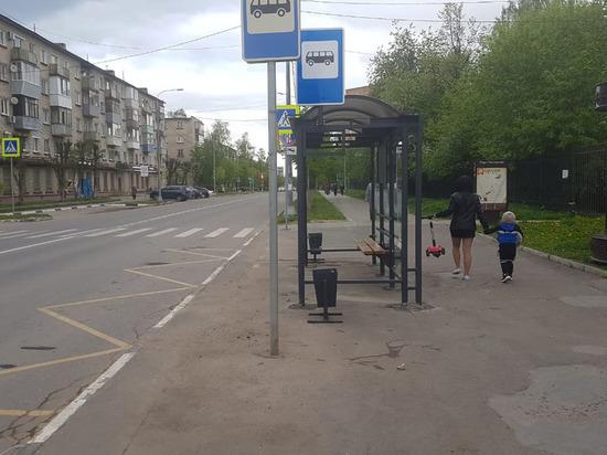 В Серпухове установили новые остановочные павильоны