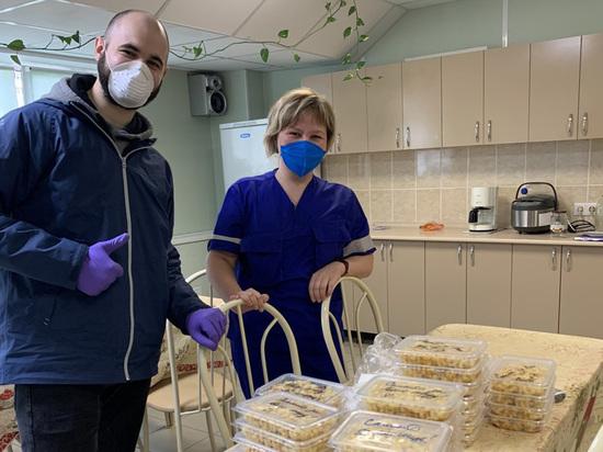 Пермяки помогают медикам, которые живут на работе из-за коронавируса