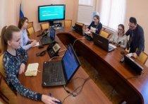 6 телефонных линий работают в псковском COVID-информцентре