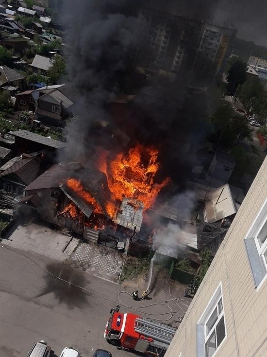 В Николаевке загорелся жилой дом с шиномонтажной мастерской