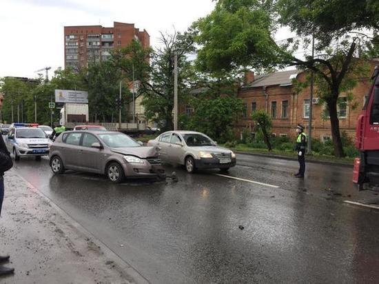 В Ростове-на-Дону произошло тройное ДТП: есть пострадавший