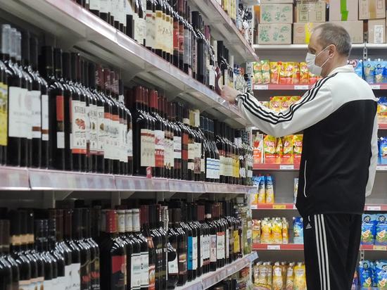 В продаже алкоголя с 21 года нашли противоречие Конституции