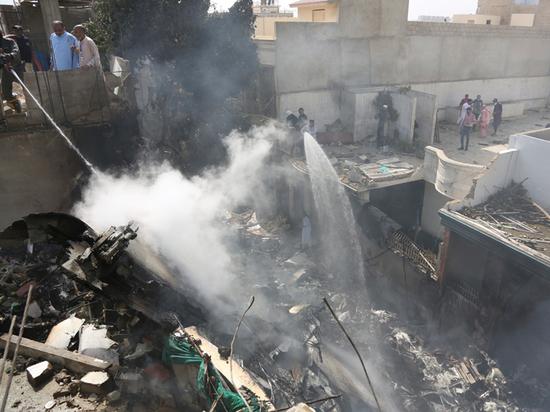 Стали известны последние слова пилота рухнувшего в Пакистане самолета