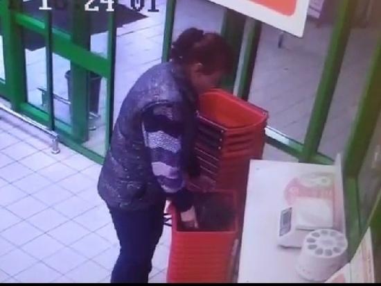 Находчивая барсеточница не учла камер видеонаблюдения в костромских супермаркетах