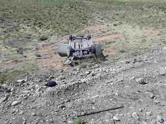 Ремни безопасности спасли людей в опрокинувшейся иномарке – МВД Тувы