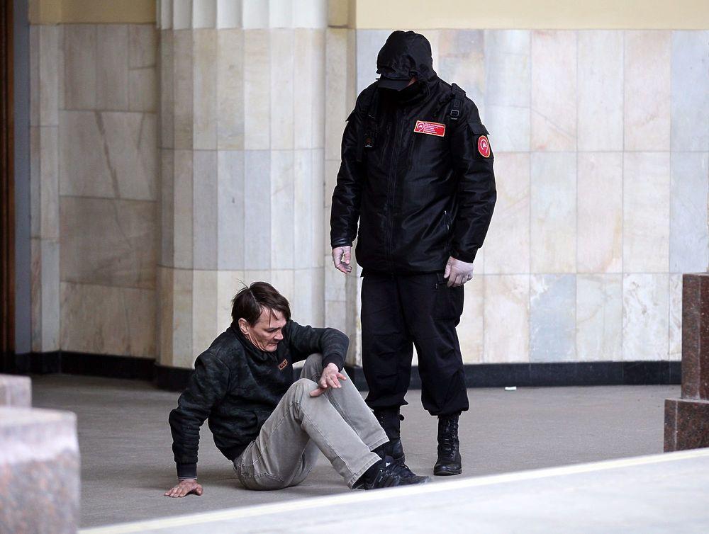 От бомжей до красоток: жизнь Курского вокзала в фотографиях