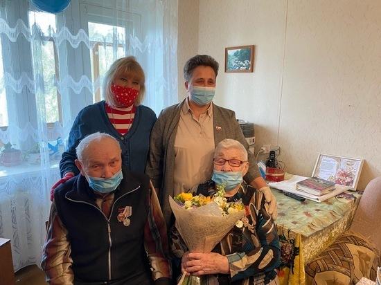 Депутат ЗСО Марина Денисова поздравила вологодскую семью с железной свадьбой