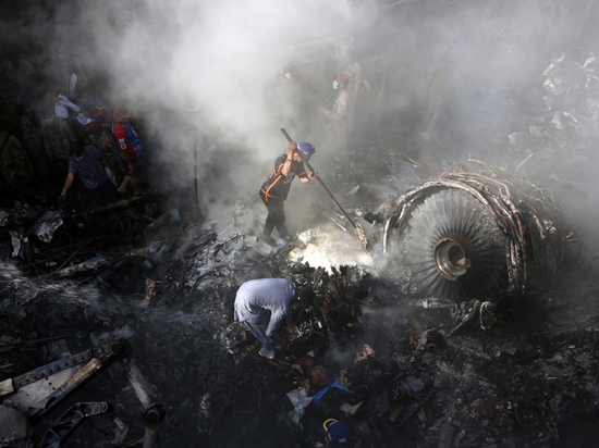 Чудесное спасение: банкир выжил в катастрофе пакистанского самолета