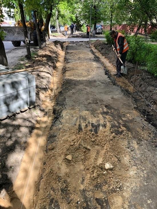 Еще один тротуар начали ремонтировать в Серпухове