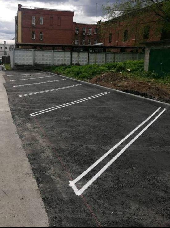 В Серпухове начали делать парковки