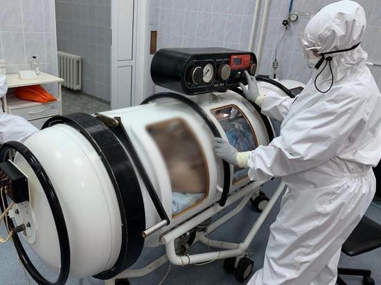 Главврач Рязанской ОКБ показал капсулу для лечения больных COVID-19